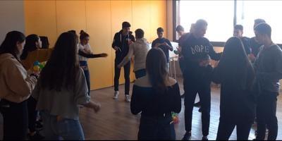 Taller de estrés para alumnos de segundo de bachillerato en la Escola Virolai por WHI-Institute