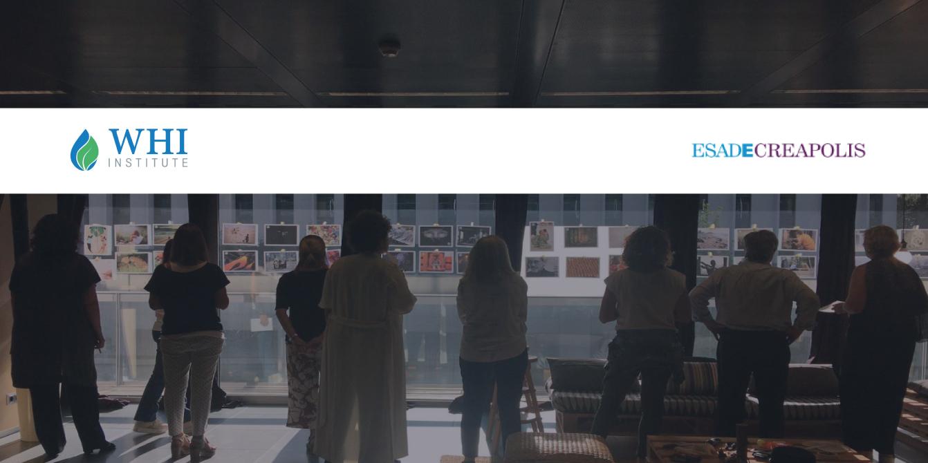 foto en la creativity room de ESADECREAPOLIS con los participantes realizando una de las actividades de LifeCourse Experience